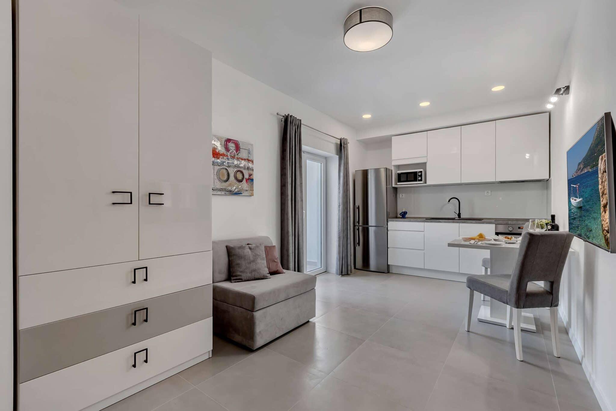 Studio Apartment with Mountain View